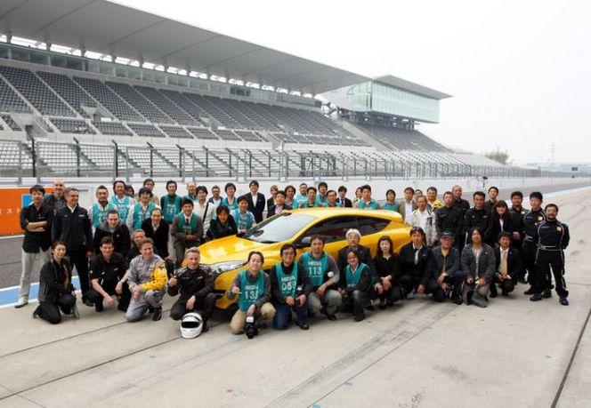 Pendant que Honda s'entraîne, la Renault Megane R.S bat le record de Suzuka !