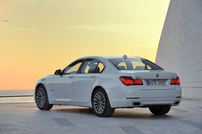 BMW Série 7 restylée : c'est sous le capot que ça se passe