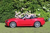 Le profil laisse penser que la voiture est longue. En fait pas plus qu'une Clio.