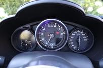 L'instrumentation met le compte-tours à l'honneur. La vitesse est moins lisible.