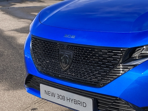The 308 is the first Peugeot model to inaugurate the new logo.