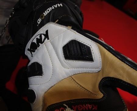 JPMS 2010 en différé : le gant racing haut de gamme Knox Handroïd.