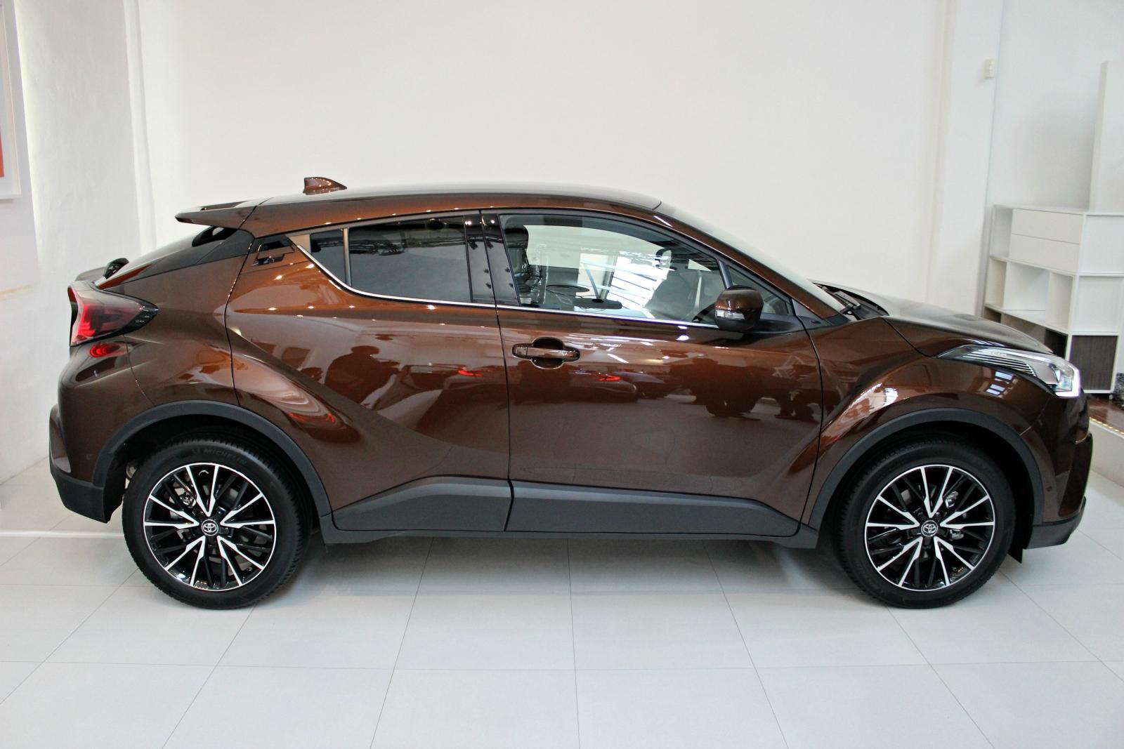 toyota chr hybride essai caradisiac car design today. Black Bedroom Furniture Sets. Home Design Ideas