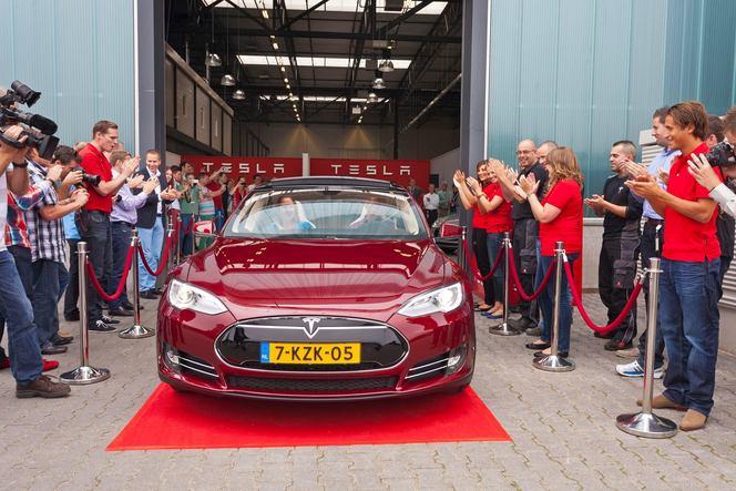 Tesla ouvre une nouvelle usine en Europe et compte en ouvrir d'autres