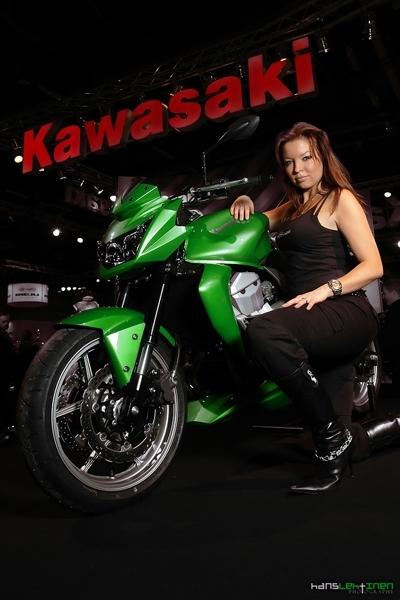 Moto & Sexy : Anna-Maija encore plus belle chez Kawa