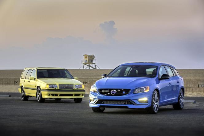 """Polestar célèbre 20 ans de la Volvo 850 T5-R et c'est """"bô""""!"""