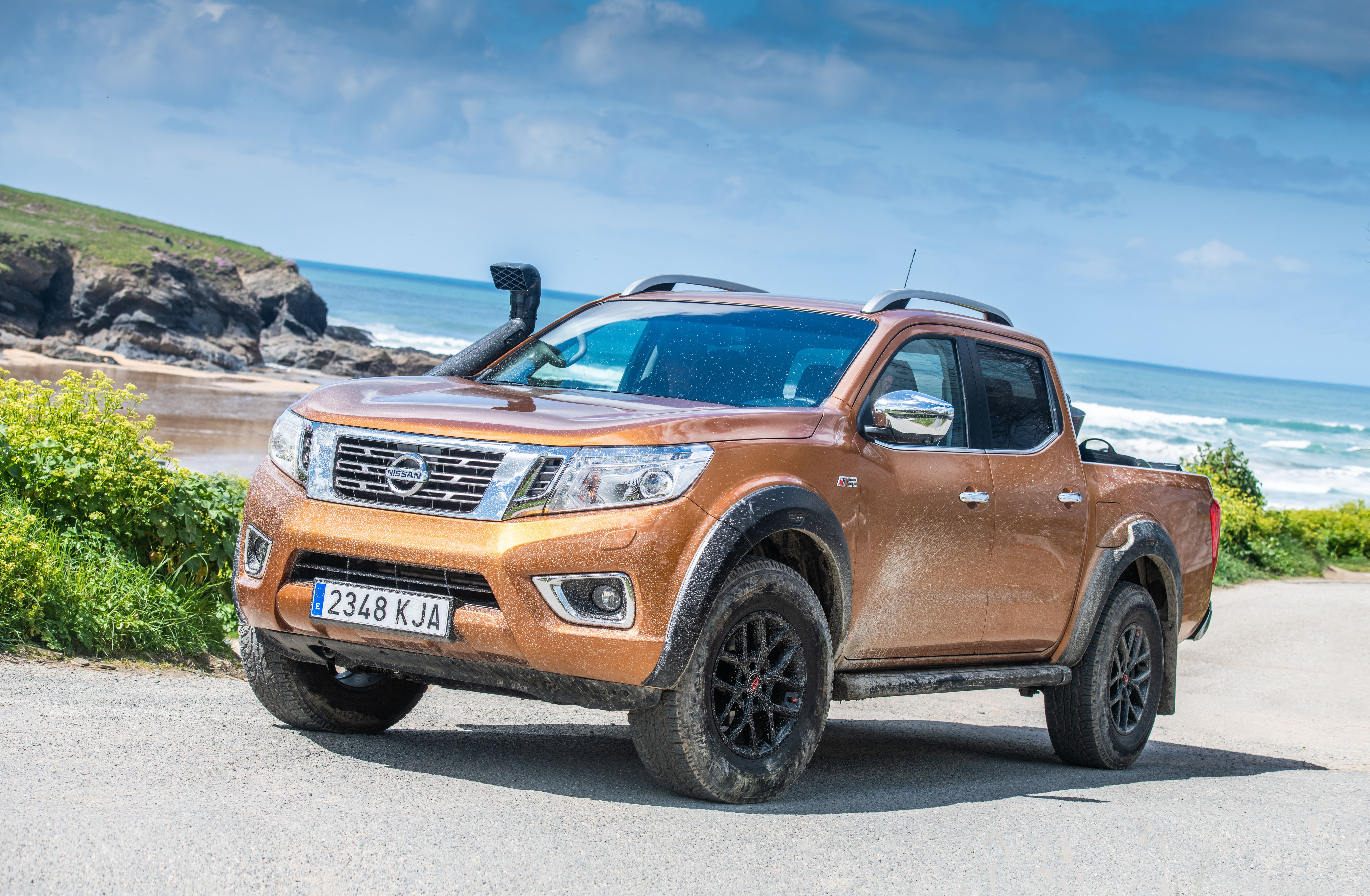 nissan veut nettoyer les plages avec un pickup navara sp cial. Black Bedroom Furniture Sets. Home Design Ideas