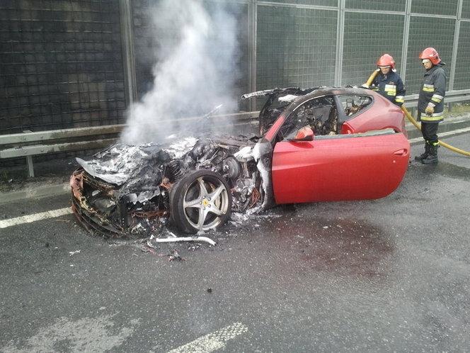 Une troisième Ferrari FF part en fumée