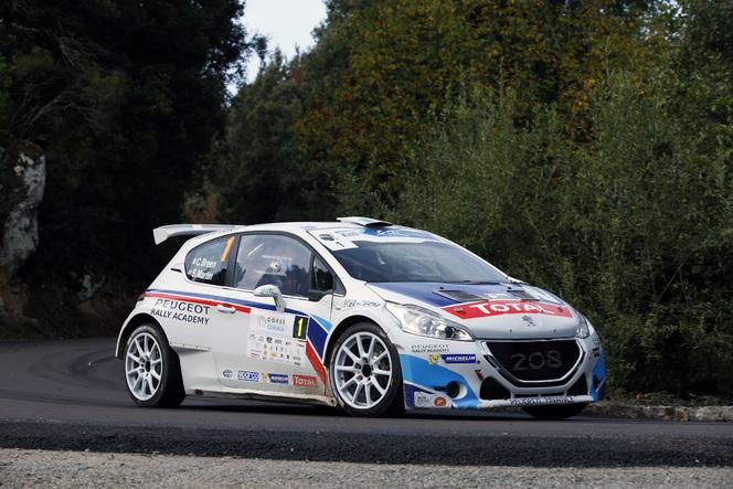Peugeot célèbre 30 ans de T16 en Corse