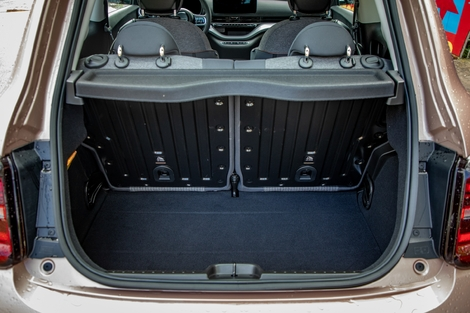 The trunk volume is 185 liters.  It's average, but identical to the previous 500. The charging cables take place under the floor.