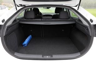 Nissan Leaf vs Hyundai Ioniq vs Volkswagen e-Golf : conflit sous haute tension