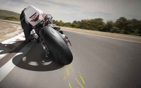 essai dunlop sportmax d212 gp pro pneu racing estampill route. Black Bedroom Furniture Sets. Home Design Ideas