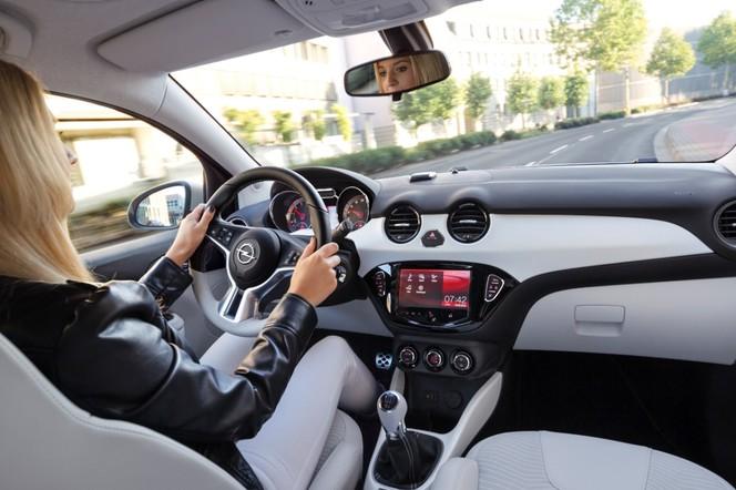 Toutes les nouveautés du salon de Francfort 2013 - Opel Adam Black Link et White Link: technicolor!