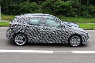 Surprise : des espions croisent la future Toyota Auris en Allemagne