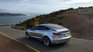 Tesla livre des images inédites de la Model 3