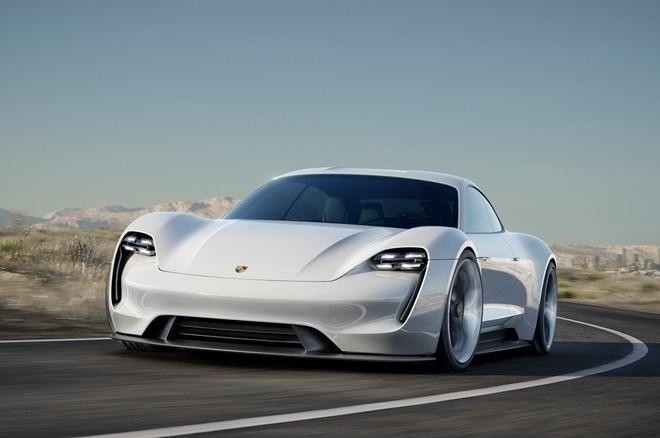 Le concept Porsche Mission E qui préfigure la future Taycan.