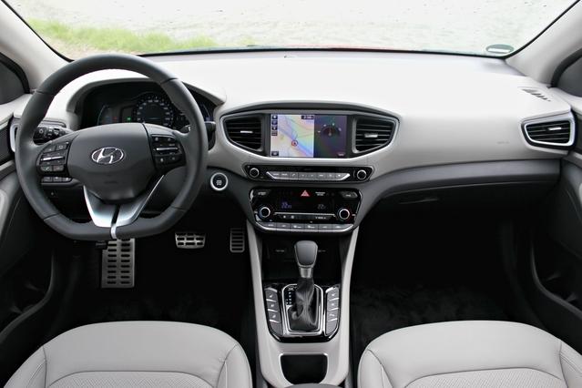 Essai vidéo - Hyundai Ioniq Hybride : tueuse de Toyota Prius ?