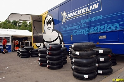 Moto GP: Rossi en remet une couche sur les pneus.