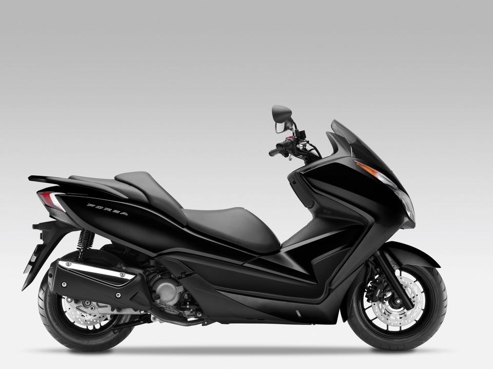 Essai Honda Forza 300 : le scooter Low rider