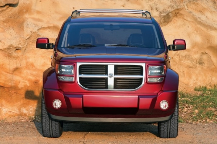 nouvelle dodge nitro le petit 39 suv explosif. Black Bedroom Furniture Sets. Home Design Ideas