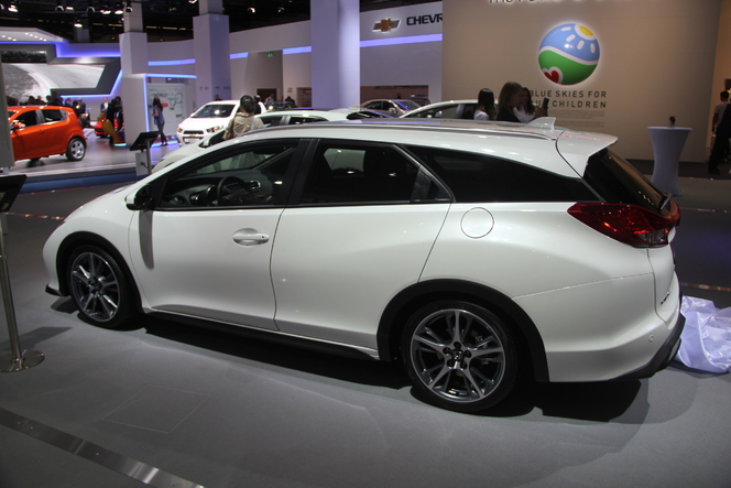 Vidéo en direct du salon de Francfort  2013 - Honda Civic Tourer : une sacrée charge