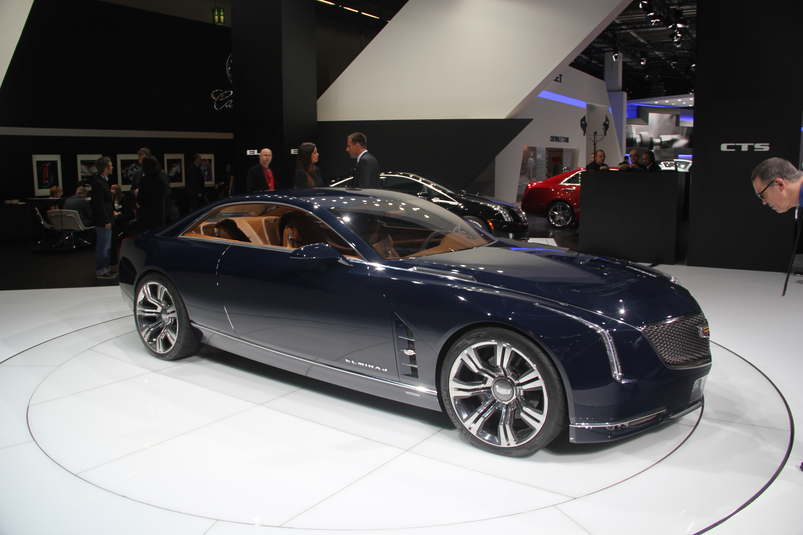 http://images.caradisiac.com/images/8/9/3/4/88934/S0-En-direct-du-salon-de-Francfort-2013-Cadillac-Concept-elmiraj-batmobile-302495.jpg