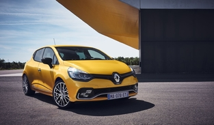 La Clio RS restylée reçoit un nouvel éclairage additionnel en forme de damier.