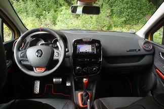 Le sport est moins présent à bord de la Clio RS