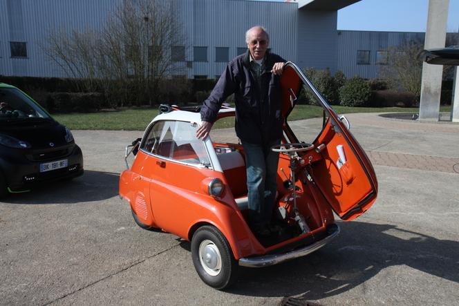 Vidéo - BMW Isetta 300 (1958) vs Smart ForTwo Brabus Cabrio (2011) : duel de poids plume