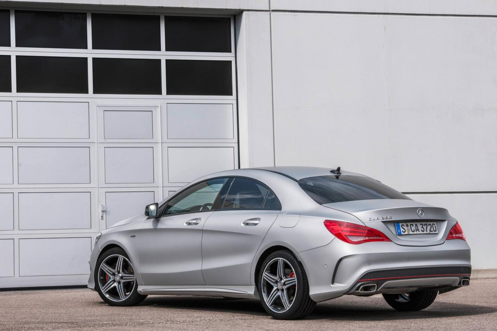 http://images.caradisiac.com/images/9/0/2/2/89022/S0-Toutes-les-nouveautes-du-salon-de-Francfort-2013-Mercedes-CLA-45-AMG-Racing-Series-et-CLA-250-Sports-301617.jpg