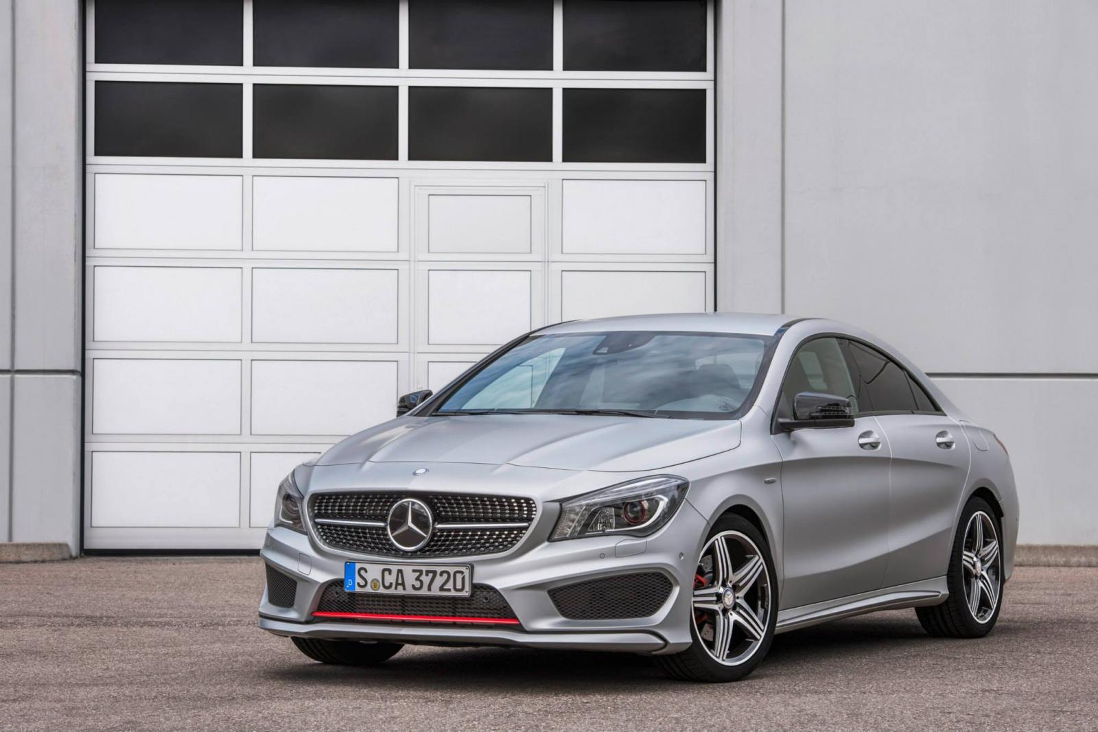 http://images.caradisiac.com/images/9/0/2/2/89022/S0-Toutes-les-nouveautes-du-salon-de-Francfort-2013-Mercedes-CLA-45-AMG-Racing-Series-et-CLA-250-Sports-301618.jpg