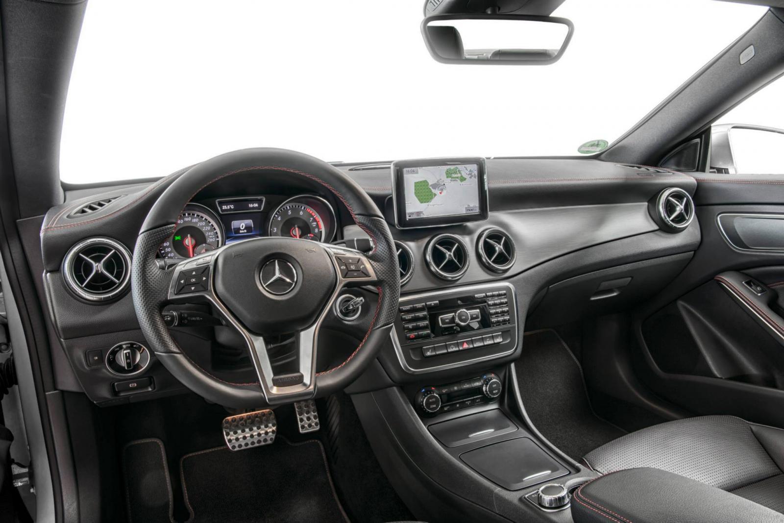 http://images.caradisiac.com/images/9/0/2/2/89022/S0-Toutes-les-nouveautes-du-salon-de-Francfort-2013-Mercedes-CLA-45-AMG-Racing-Series-et-CLA-250-Sports-301620.jpg