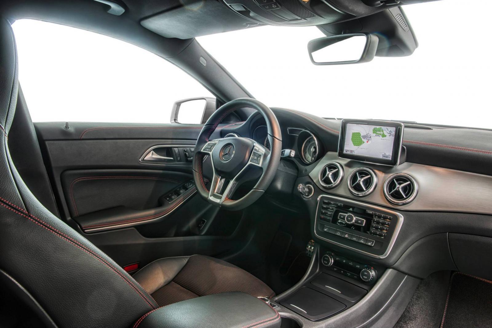 http://images.caradisiac.com/images/9/0/2/2/89022/S0-Toutes-les-nouveautes-du-salon-de-Francfort-2013-Mercedes-CLA-45-AMG-Racing-Series-et-CLA-250-Sports-301624.jpg