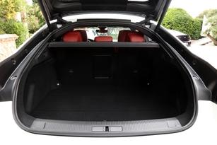 Avec 486 litres, la 508 possède le plus petit coffre de ce comparatif.