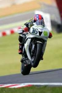 Superbike: Brands Hatch D.1: L'emprise Ten Kate.