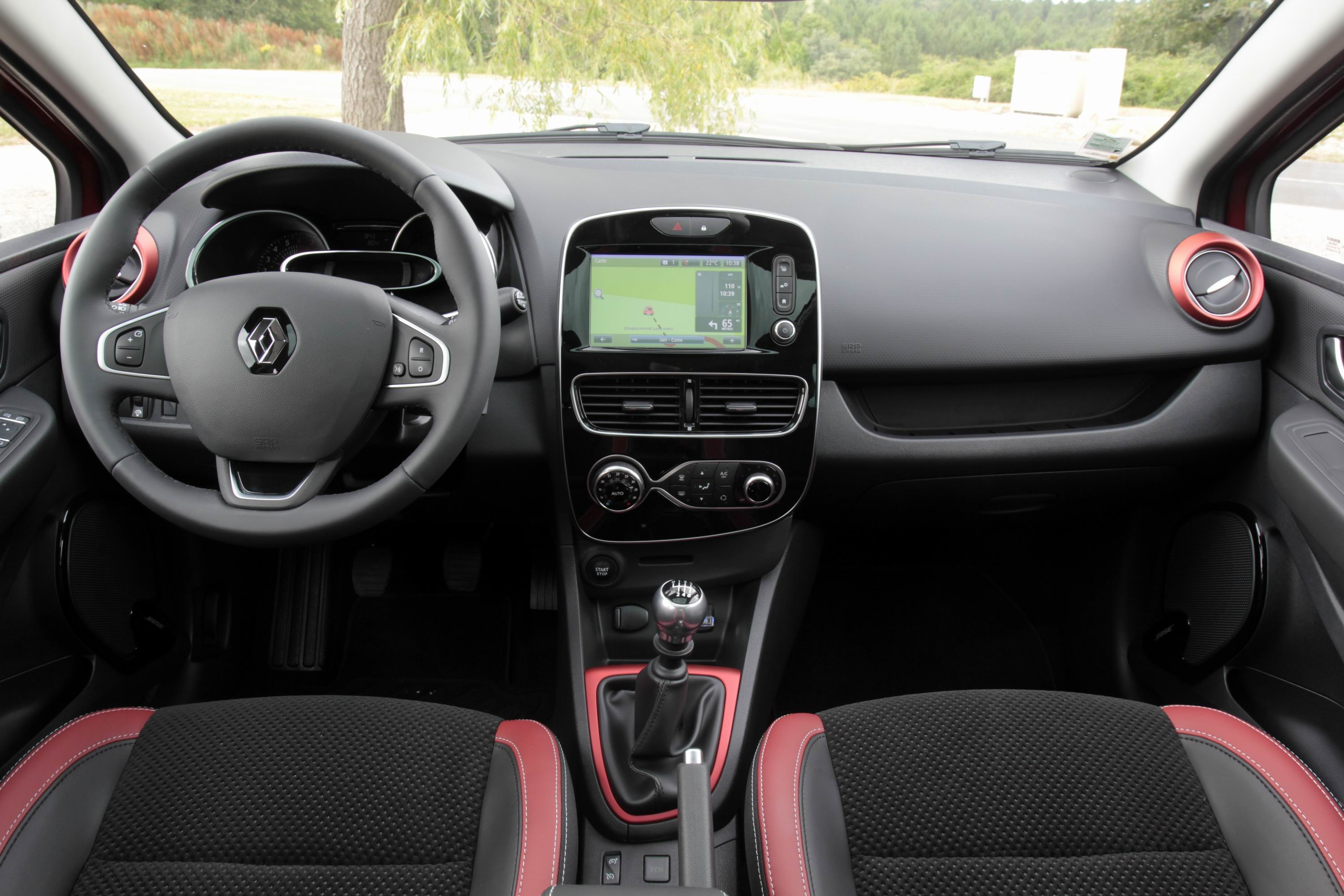 Comparatif vid o renault clio restyl e vs peugeot 208 for Photos interieur