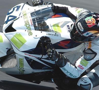 Supersport: Brands Hatch D.2: Sofuoglu frappe fort.
