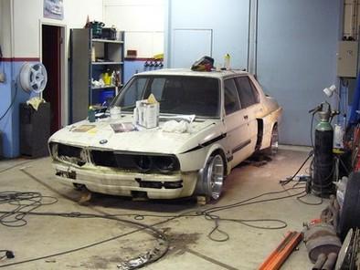 L'art de tranformer une vieille BMW Serie 5 en une bombe roulante (méthode suédoise)