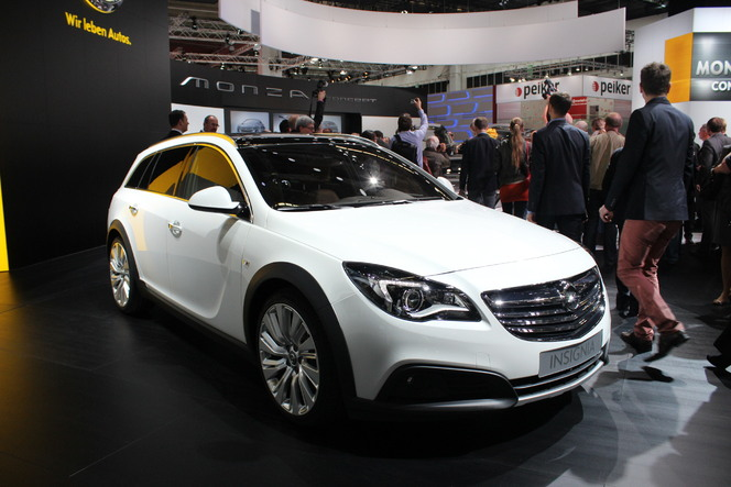 Vidéo en direct du salon de Francfort 2013 - Opel Insignia Country Tourer : sortie de route