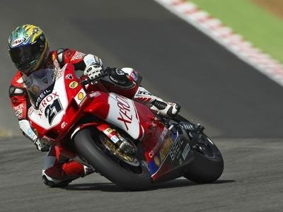 Superbike: Brands Hatch D.2: Bayliss veut gâcher le week end de Toseland.