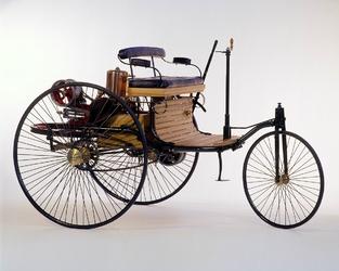 Ce tricycle est animé par un monocylindre de 0,75 ch. La vitesse de pointe est de 16km/h.
