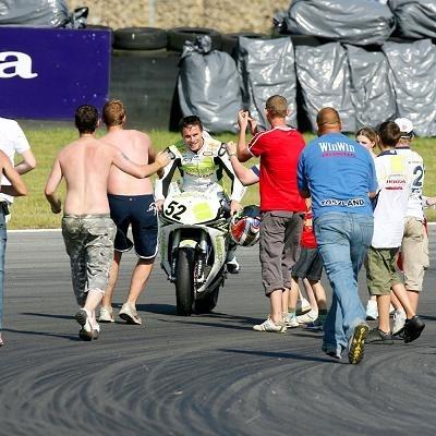 Superbike: Brands Hatch: Toseland est entré dans une autre dimension.