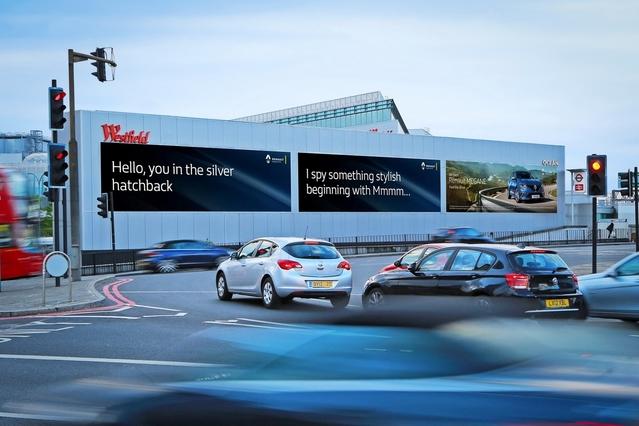 Insolite : ce panneau publicitaire reconnaît votre voiture