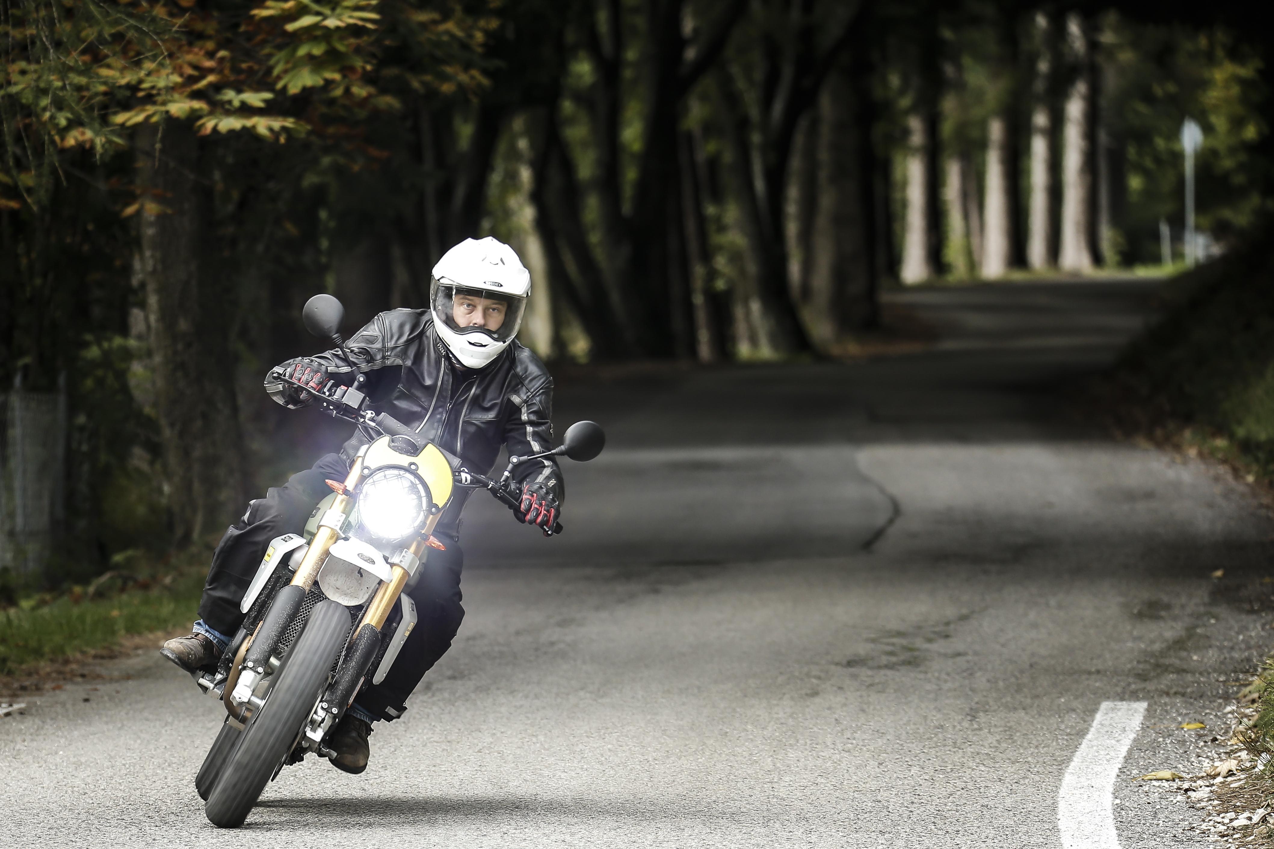 D/éporteur pour clignotant et feux de moto quad fixation en m/étal Noir