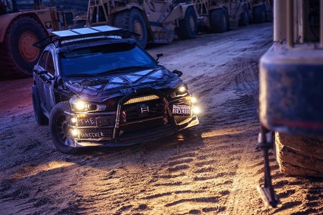 Insolite : il transforme sa Mitsubishi Lancer Evolution accidentée en baroudeuse façon Jurassic Park