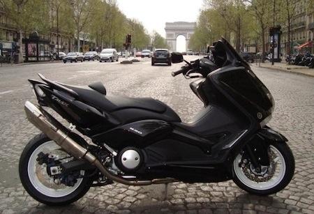 Yamaha T-Max: le Black&White façon Pons