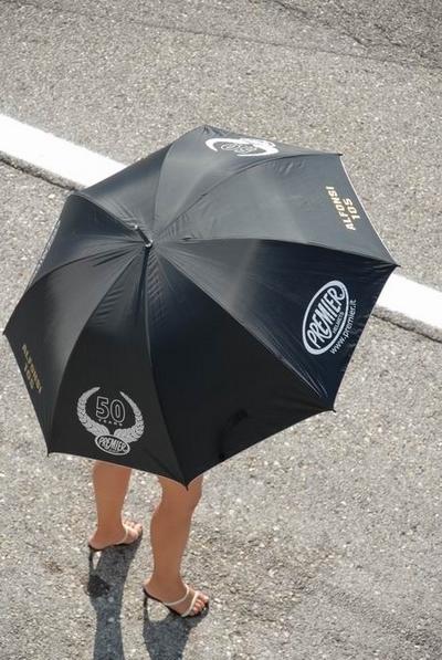 Moto & Sexy : vous vouliez de la umbrella, en voila ...