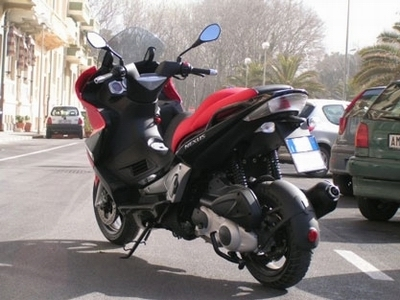 Maxi scooter : Giléra Nexus 250.
