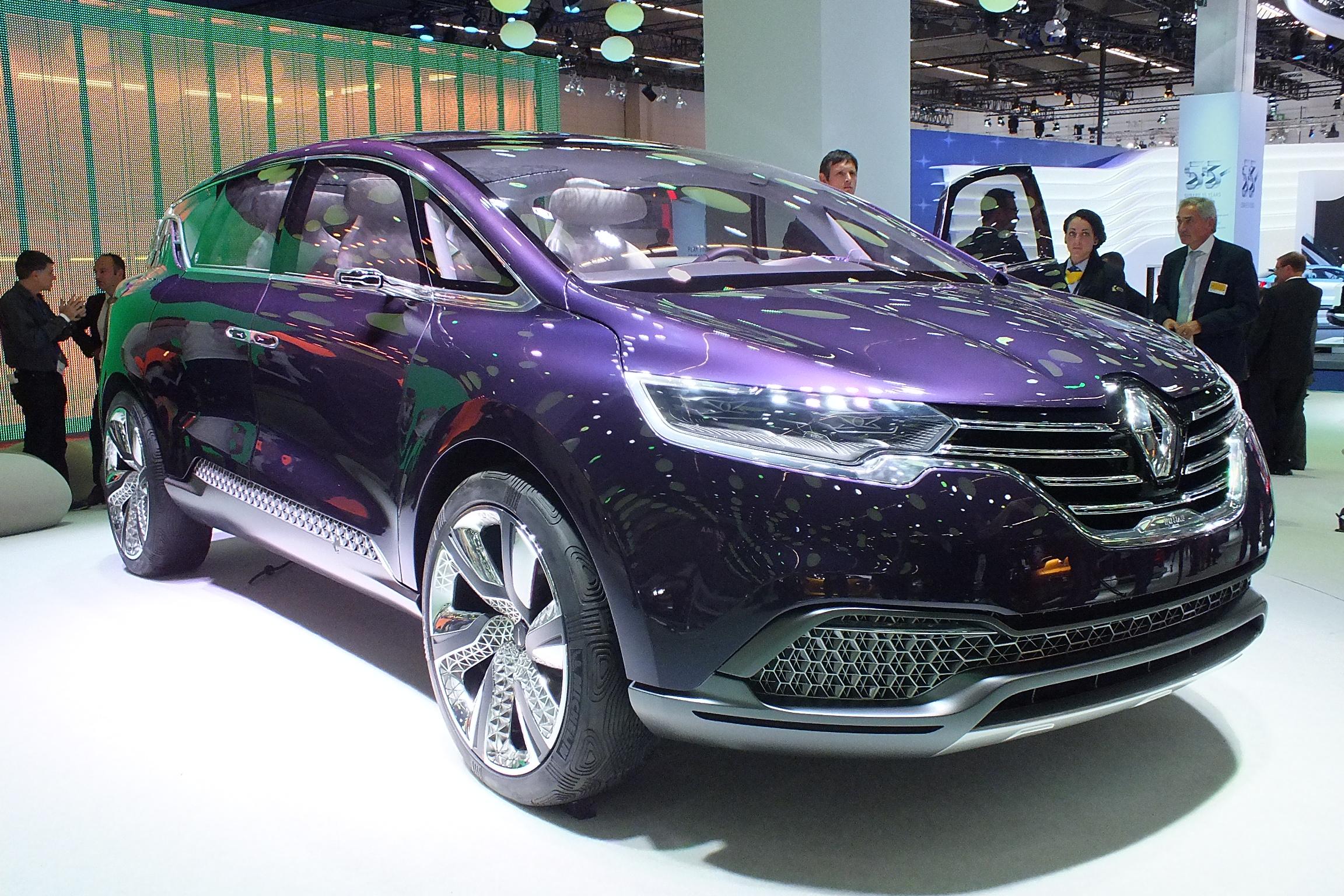 http://images.caradisiac.com/images/9/1/0/0/89100/S0-En-direct-du-salon-de-Francfort-2013-Renault-Concept-Initiale-Paris-le-6e-petale-fait-Bling-302671.jpg