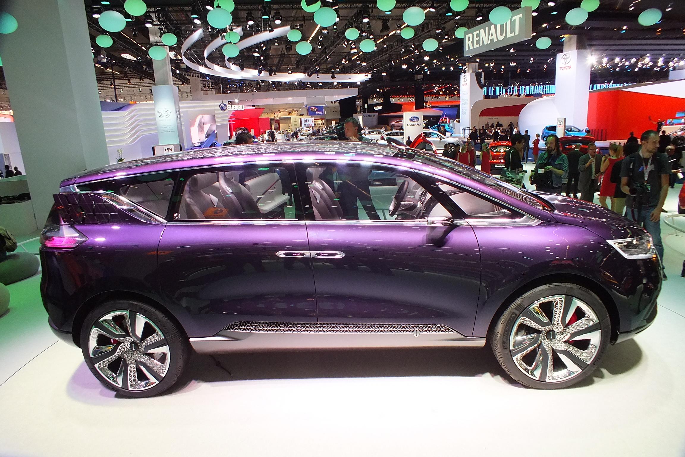 http://images.caradisiac.com/images/9/1/0/0/89100/S0-En-direct-du-salon-de-Francfort-2013-Renault-Concept-Initiale-Paris-le-6e-petale-fait-Bling-302672.jpg